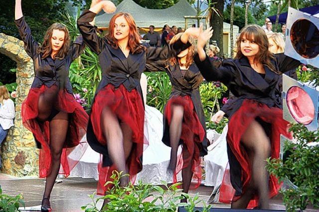 Tanz und Show am Beckenrand