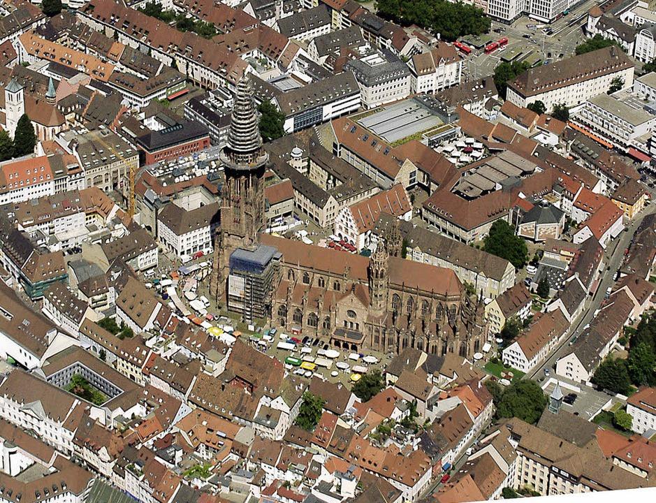 Heute: Das Münster und die Umgebung, aufgenommen im August 2009.   | Foto: Steve Przybilla