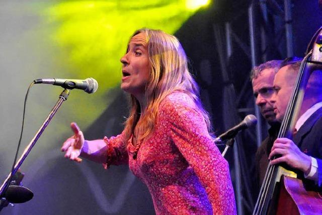 Fotos: Aldona Nowowiejska und Oquesterada beim Stimmenfestival