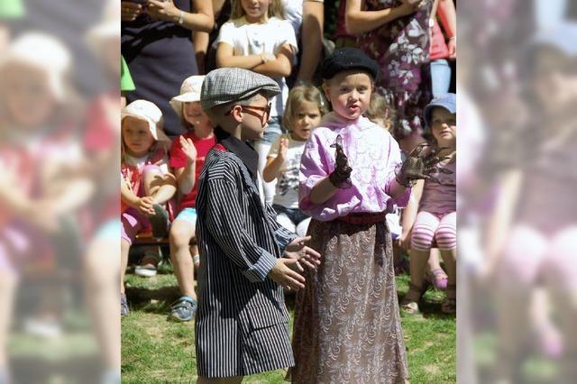 Kinder feiern mit Vernissage