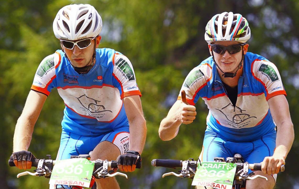 Tobias (links) und Christopher Simon g...optimistisch in ihre dritte Trans Alp.  | Foto: BZ