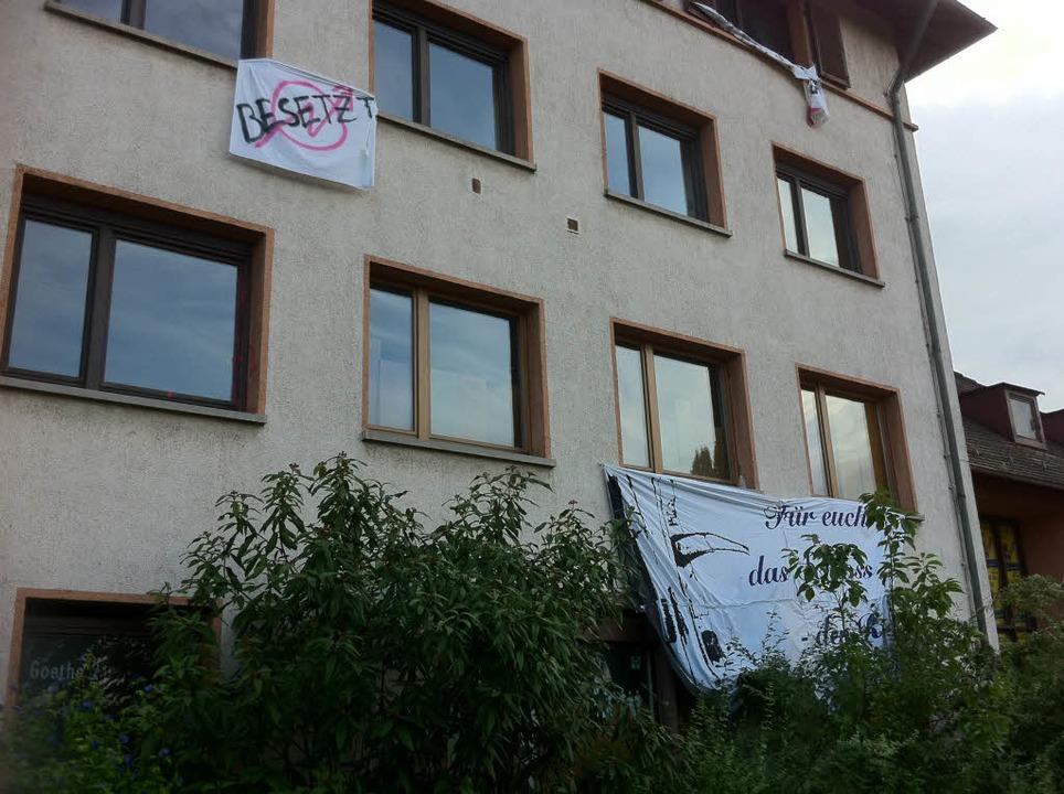 Die Hausbesetzer wollten  gegenüber der Presse anonym bleiben.    Foto: Martin Pfefferle