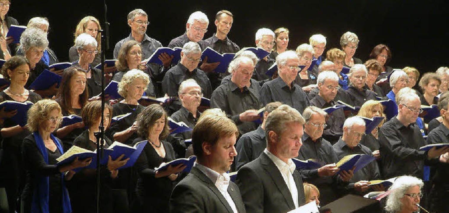 Der Motettenchor Lörrach und die Vokal... Markus Volpert und Hans Jörg Mammel.   | Foto: Roswitha Frey