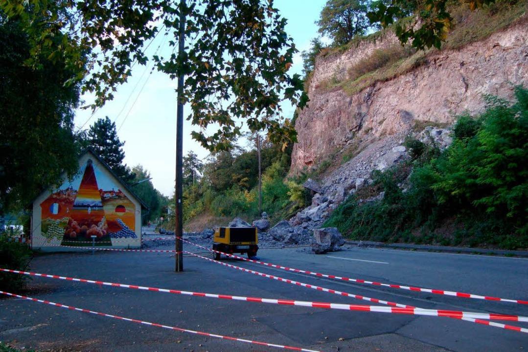 Nach dem Felssturz im September 2009: ...ckliche Fügung wurde niemand verletzt.  | Foto: hans-jürgen truöl