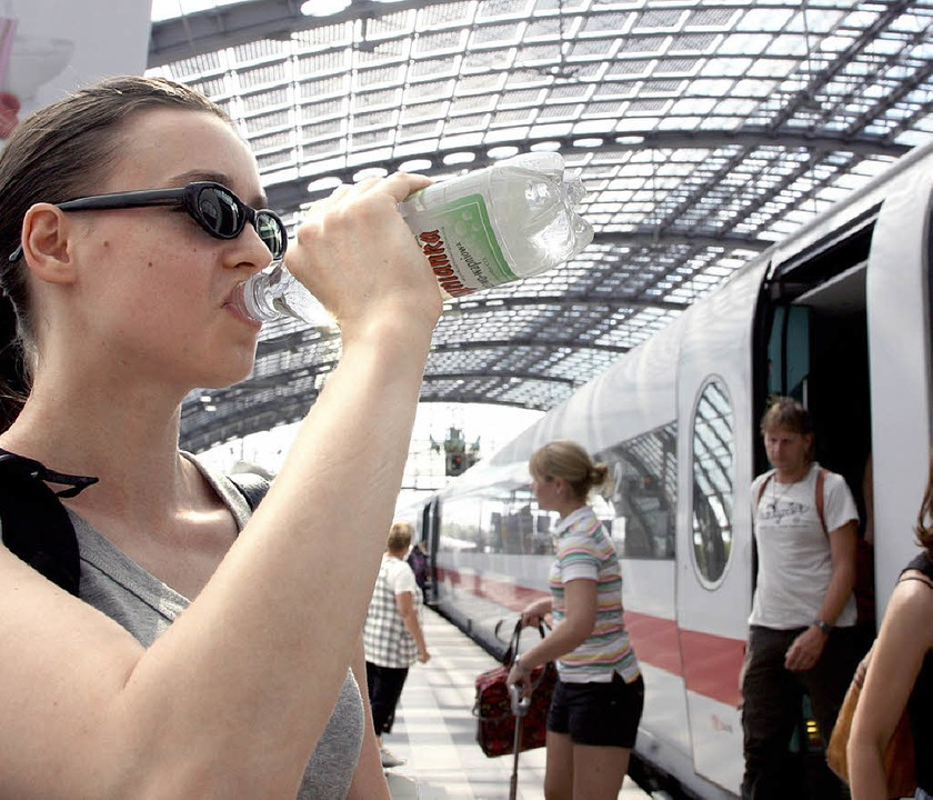 Hitzegeplagte Bahnkunden   | Foto: Siemens rta/dpa