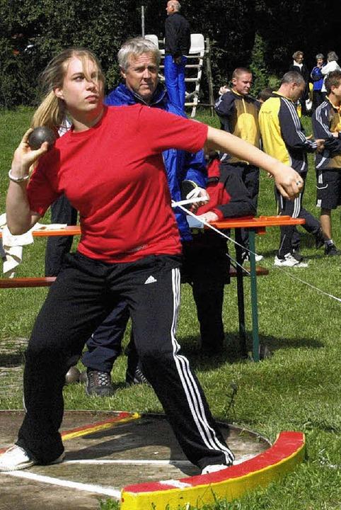 Teilnehmer aller Altersgruppen maßen sich auch auf dem Gebiet der Leichtathletik  | Foto: Karin Stöckl-Steinebrunner