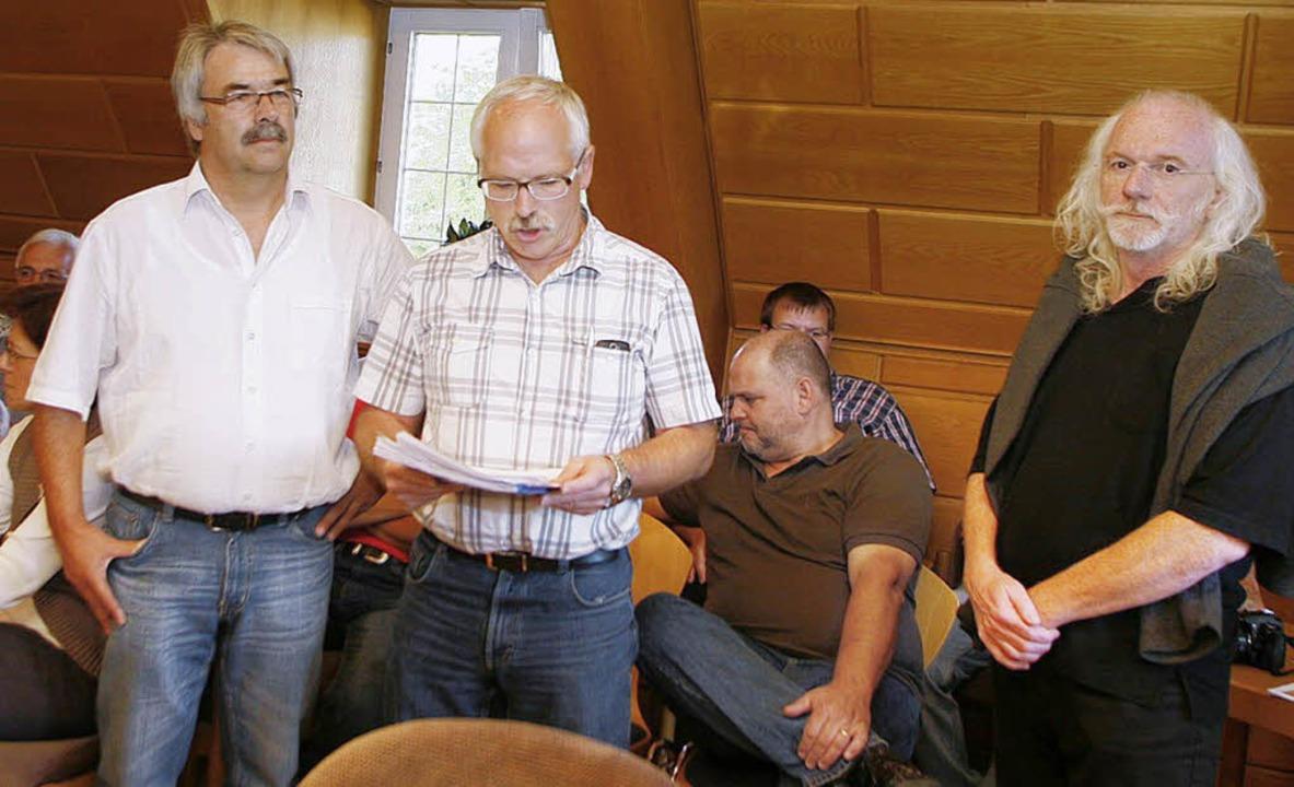 Peter Söckle, Michael Hartmann und Chr... Unterschriften an den Bürgermeister.   | Foto: heidi fössel