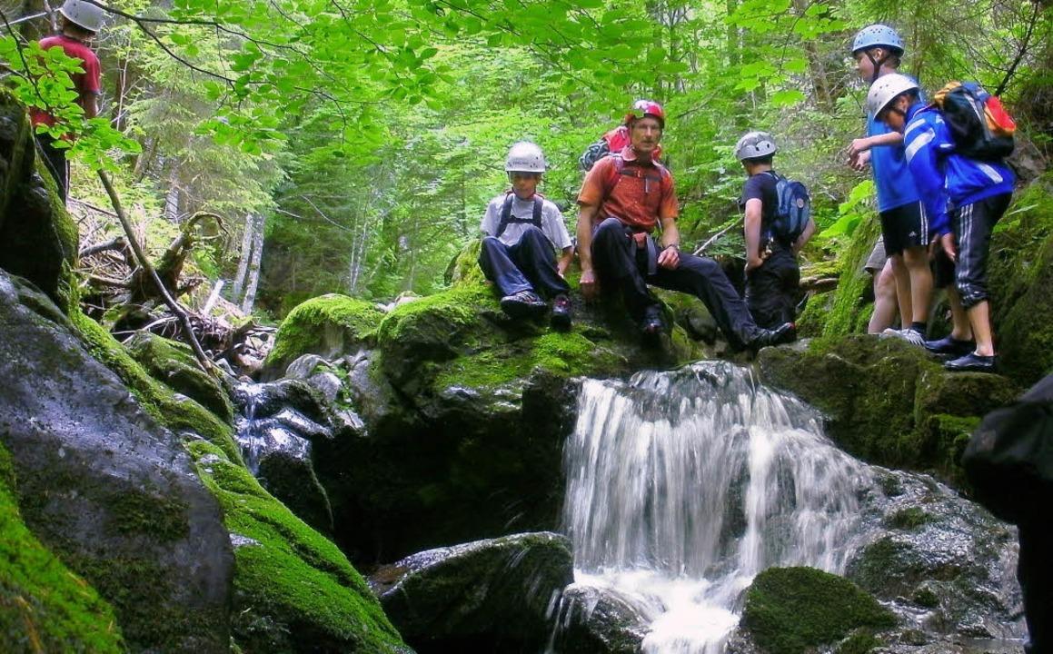 Verschnaufen und genießen: Pause am Wasserfall  | Foto: matthias maier