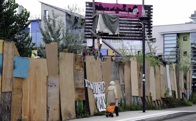 Die Besetzer machen die Schotten dicht...ände auf dem M1-Grundstück in Vauban.   | Foto: Ingo Schneider