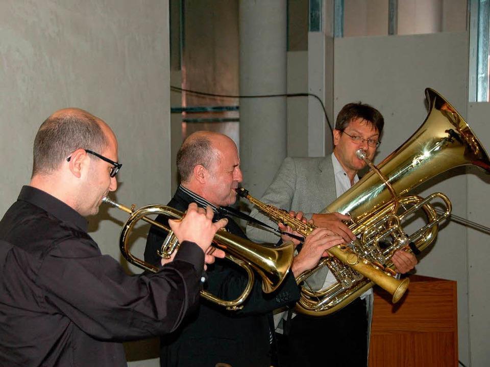 Fetziges Trio (von links): Jörgen Welander, Mike Schweizer und Wolfgang Zumpe  | Foto: hans-jürgen truöl
