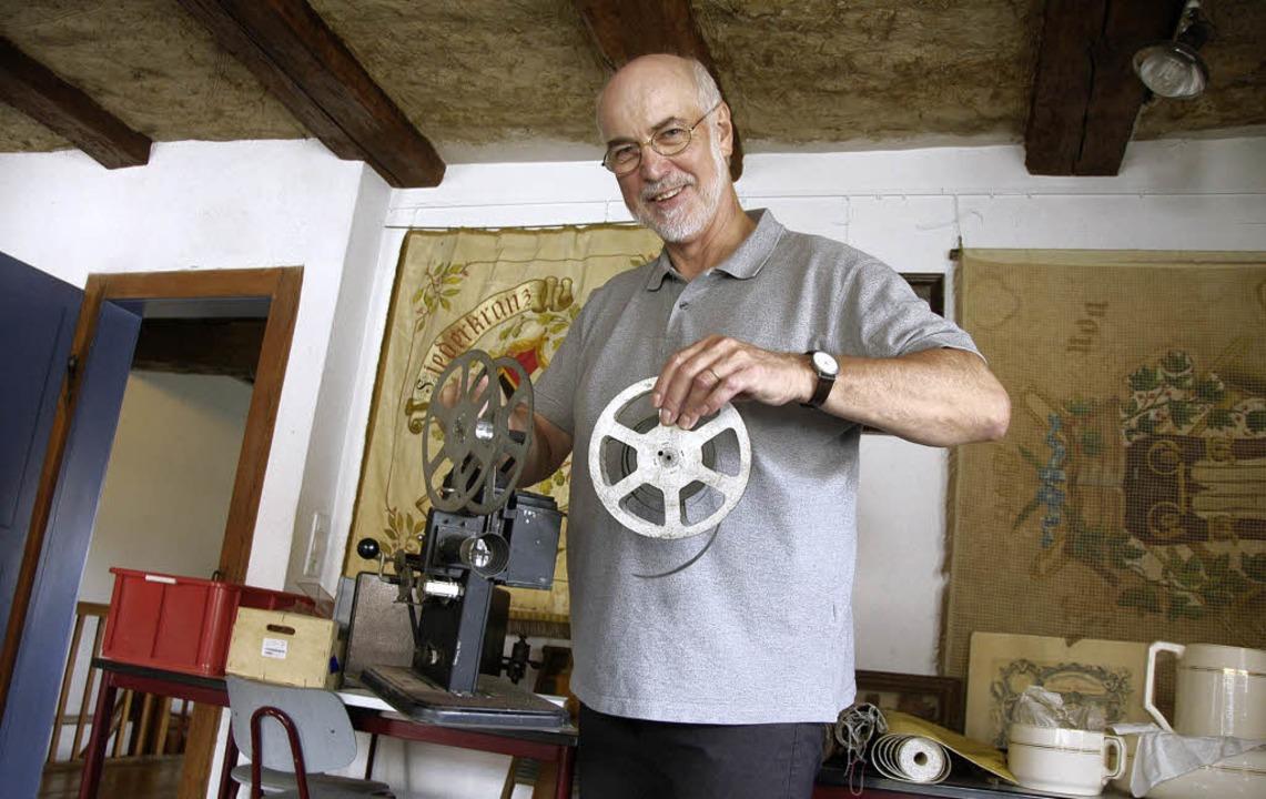 Kurt Paulus freut sich mit einem alten...g des Musee Sentimental im September.   | Foto: Ralf H. Dorweiler