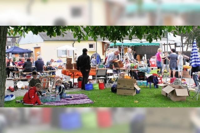 Stöbern bei Dorfflohmarkt