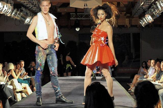 Nachwuchs-Schneiderinnen präsentieren ihre Modelle