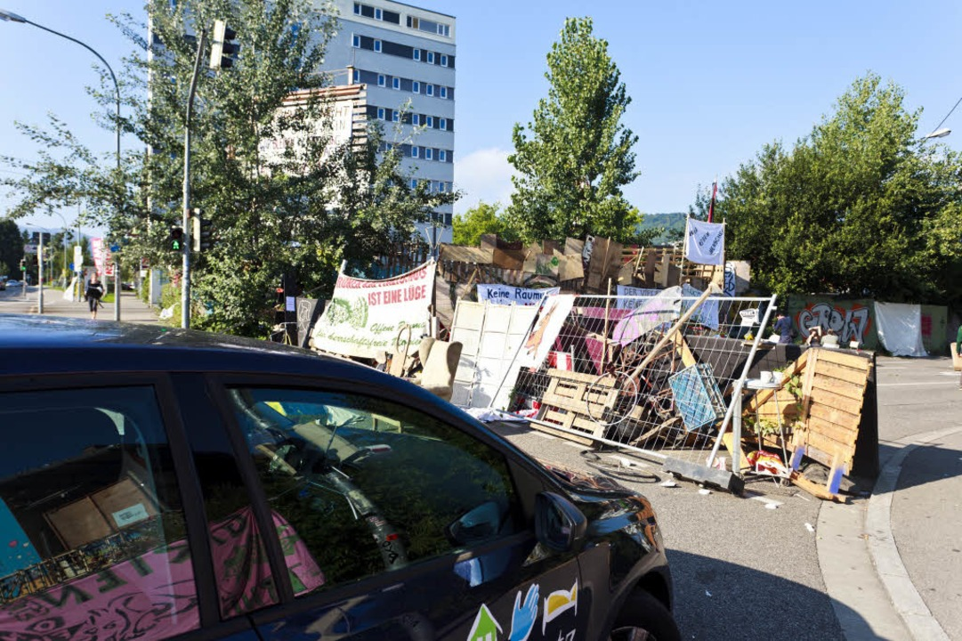 Sackgasse: An den Straßenblockaden der Autonomen kommt kein Autofahrer vorbei.  | Foto: Dominic Rock
