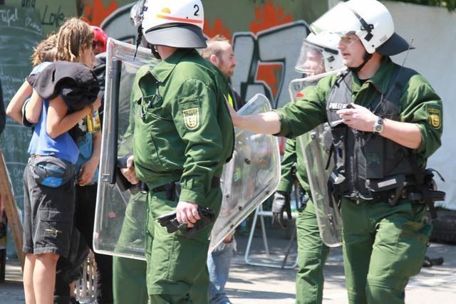 Kommando Rhino: Polizei räumt Straßenblockade in Vauban
