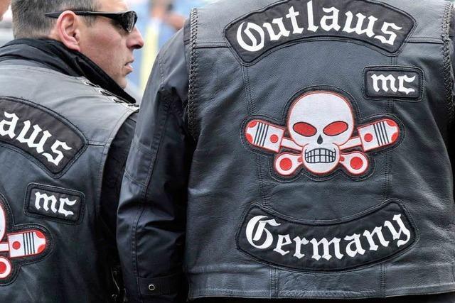 Razzia bei Rockerbande Outlaws MC – Waffenarsenal entdeckt