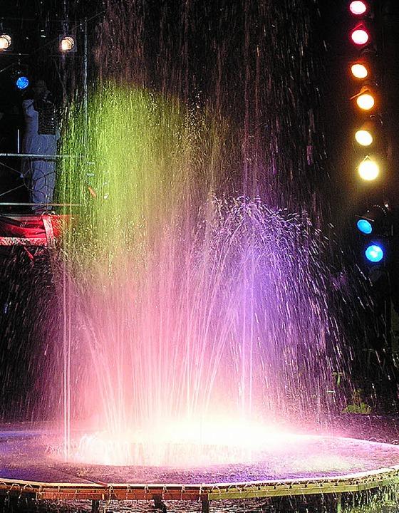 ..andererseits Europas größter mobiler Wassershow.   | Foto: Zirkus