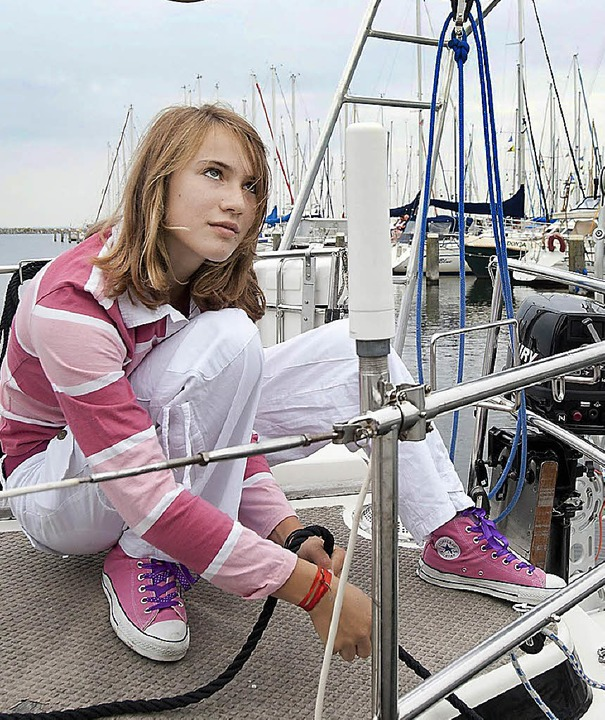 Sie segelt immer noch: Laura Dekker vor einem Jahr im Hafen von Brouwershaven.     Foto: dpa