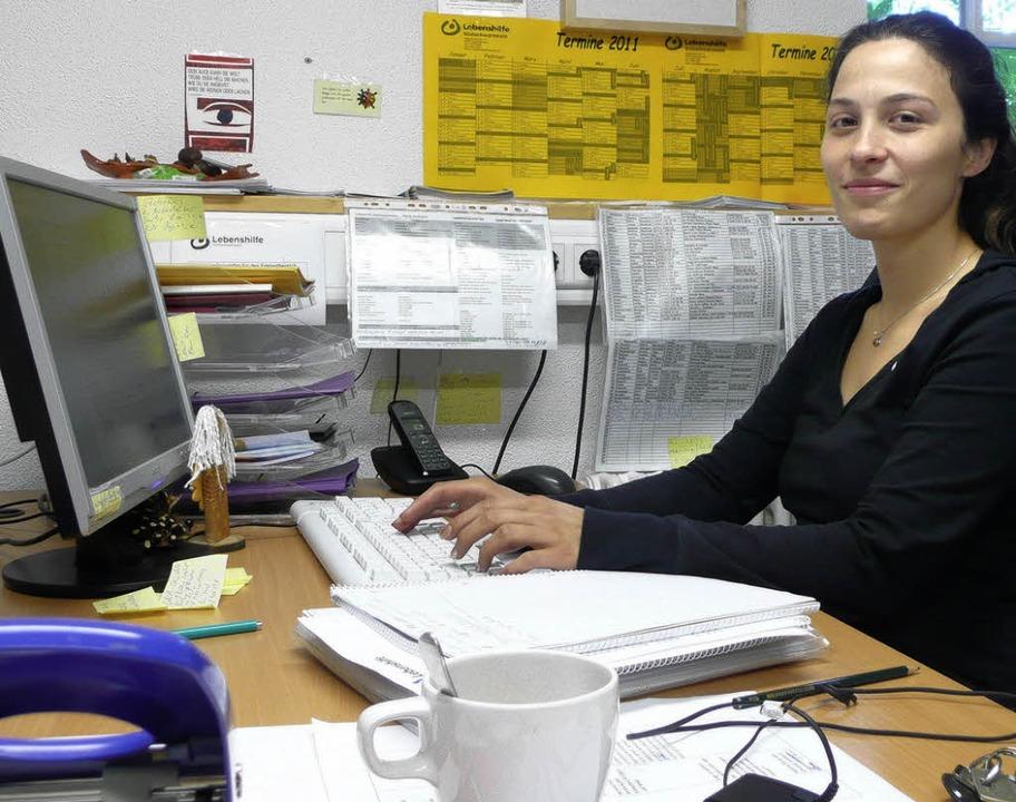 Jasminka Misic, hier im Büro der Leben...mittlerin für das persönliche Budget.   | Foto: Peter Stellmach