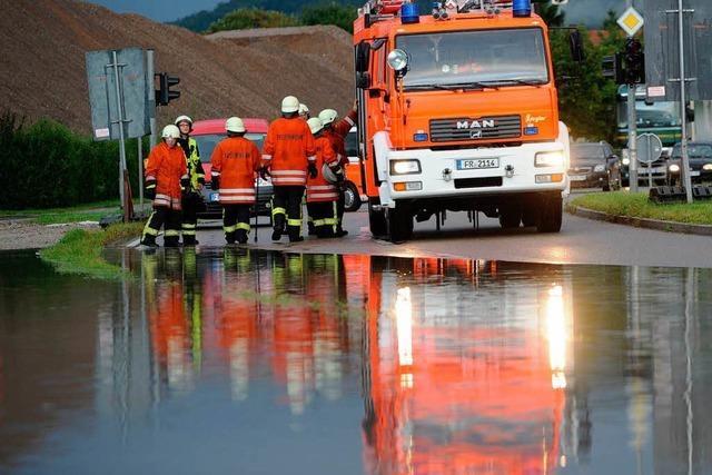 Überflutete Straßen nach Gewitterguss in Freiburg