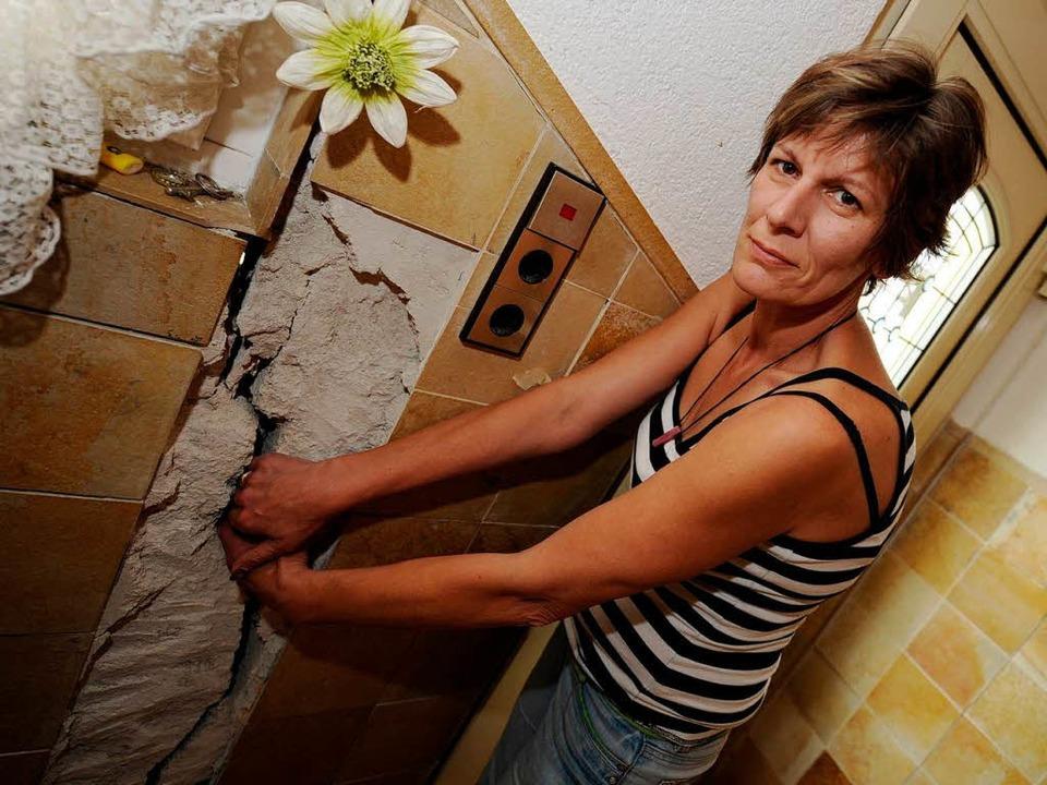 Risse in einem Wohnhaus in Leonberg  | Foto: dpa