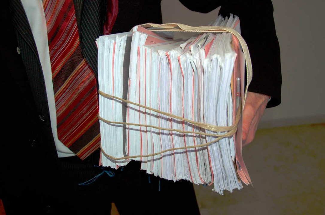 Mehr als 1000 Seiten umfasst die Ankla... Prozess um illegale Gewinnversprechen  | Foto: Helmut Seller