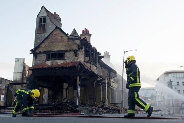 London unter Schock – Erster Toter bei Protesten