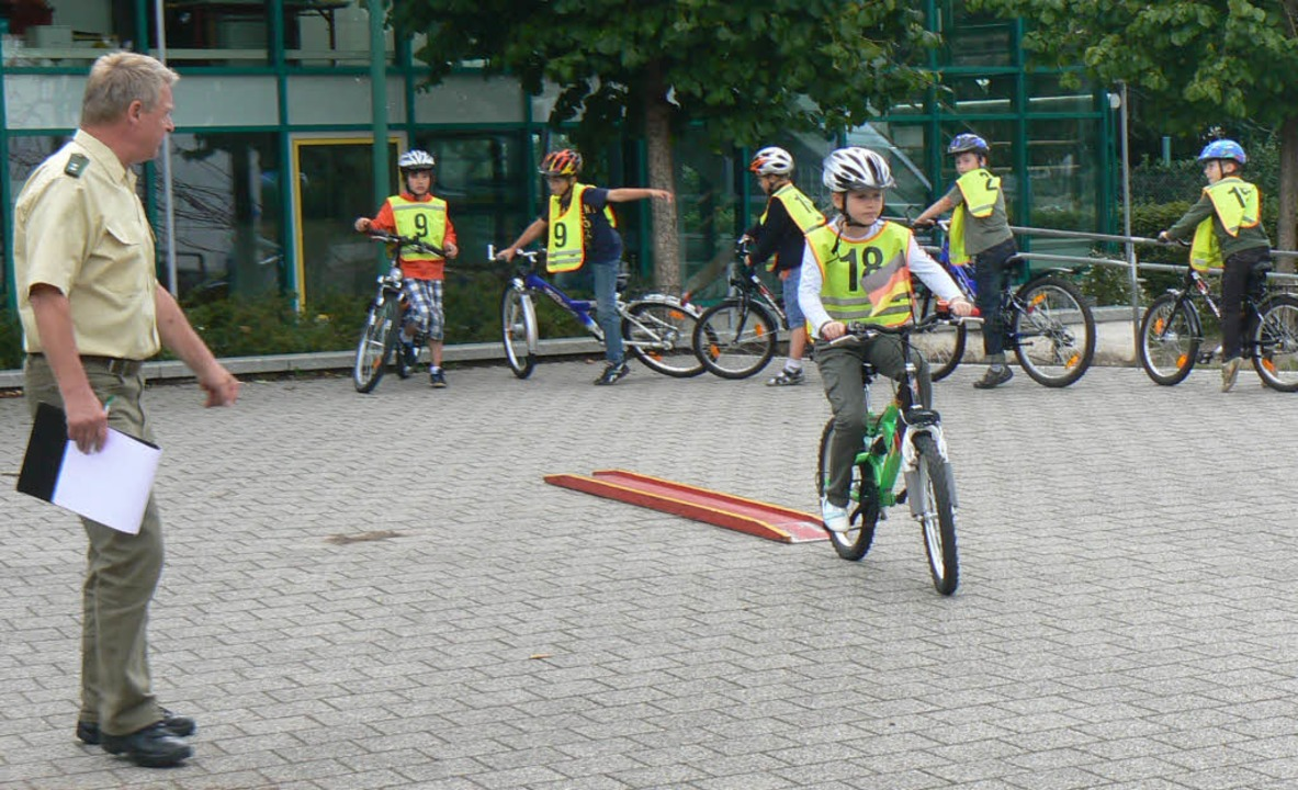 Mit viel Spaß und Ehrgeiz lernten die ... im Straßenverkehr umgehen zu können.   | Foto: Teresa Ehrler