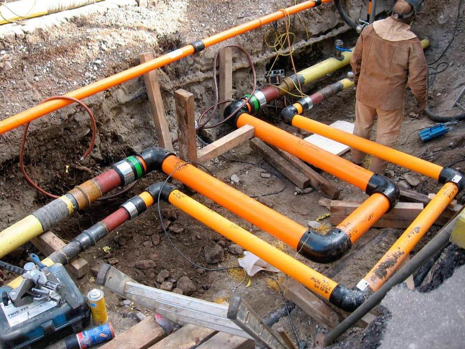 Die Badenova hat Dehnungsbögen eingebaut, um das Staufener Gasnetz zu sichern.  | Foto: Badenova
