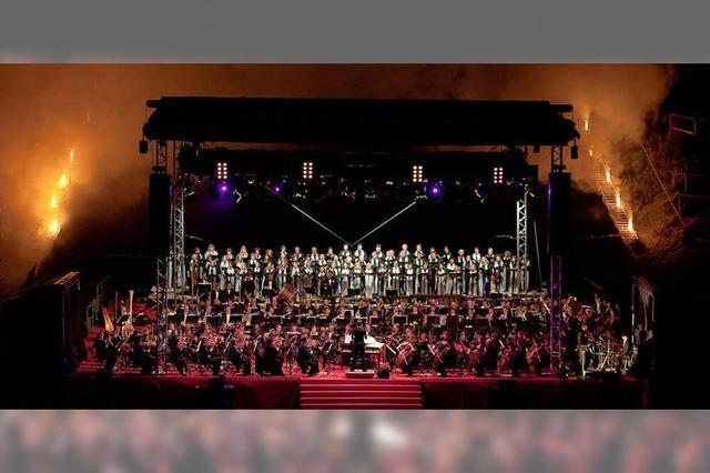 2200 Zuhörer erlebten die Orchestra & Choral Society Freiburg in Neustadt