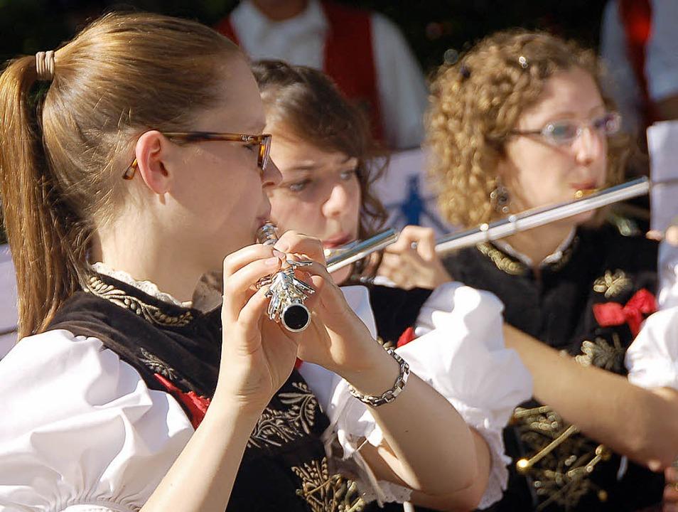 Die Bernauer Musikvereine spielten zu ...Selbstporträt im Thoma-Museum zeigte.   | Foto: Kathrin Blum