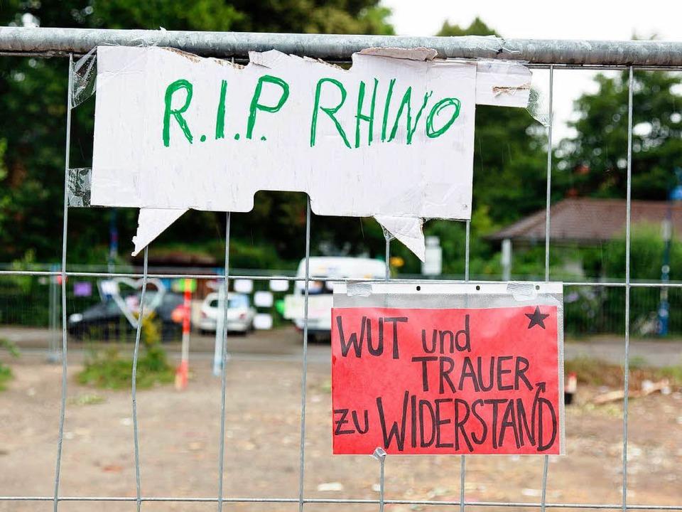 Sympathiebekunden an dem Ort, an dem b...t die  Wagenburg Kommando Rhino stand.    Foto: Dominic Rock