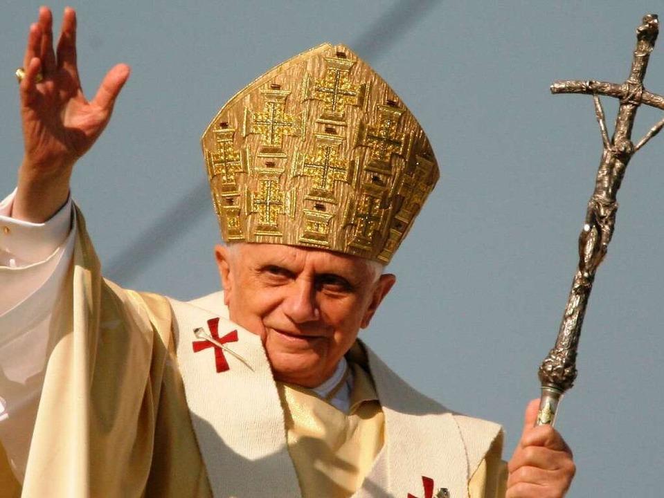 Für die Gottesdienste von  Papst Bened...ahlreiche kostenlose Tickets zu haben.  | Foto: dapd