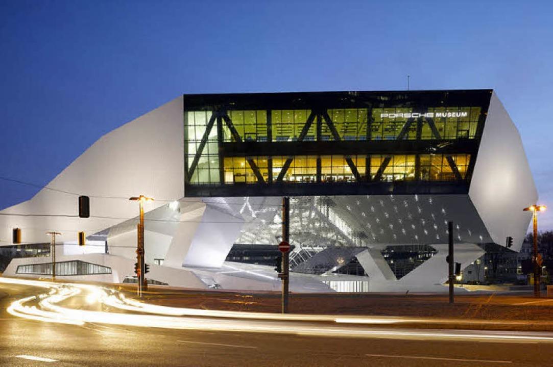 Futuristische  Architektur dokumentier...; oben Mercedes- unten Porsche-Museum.  | Foto: Werksfoto