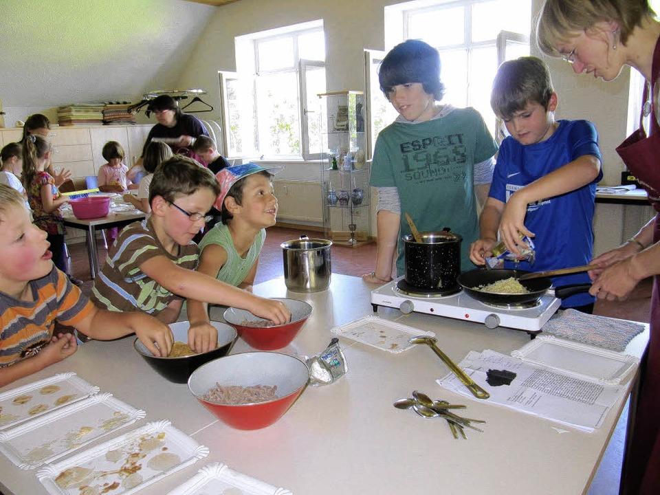 Auf die  Zutaten kommt es an: Kinder b...erstellung im Rahmen des Ferienkurses   | Foto: Neugebauer