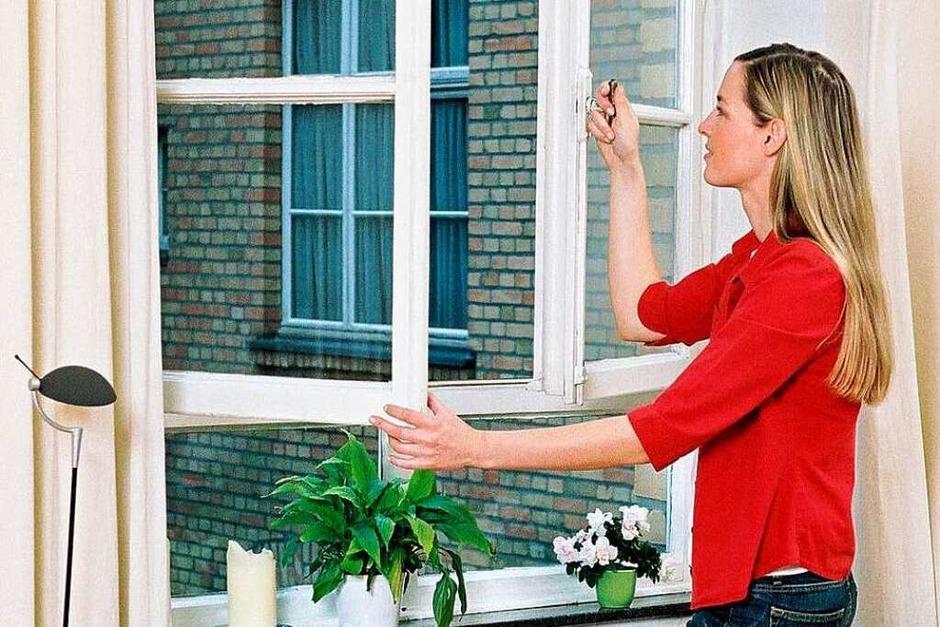 Lüften:    Nur in kühlen Morgenstunden  oder spät abends, wenn frischer Wind weht. Tagsüber sollten   Fenster und Türen zu bleiben. (Foto: dpp)