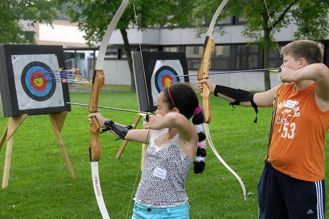 Zielsicher im Umgang mit Pfeil und Bogen