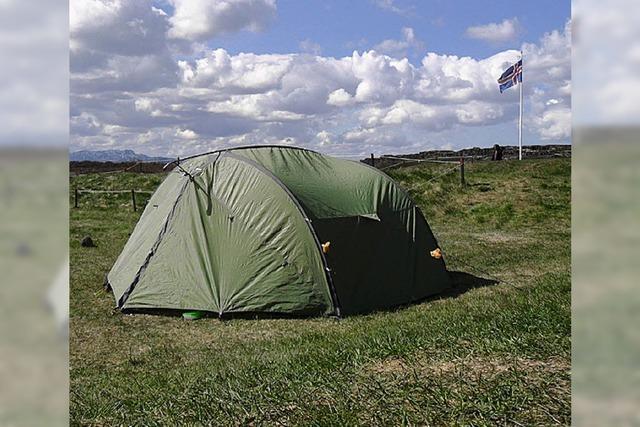 Island mt dem Rucksack: Zwerg im Kiesbett