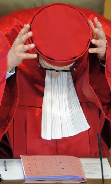 Das Bundesverfassungsgericht unter Prä...r Gesetze gegen den Terror überprüfen.  | Foto: dpa