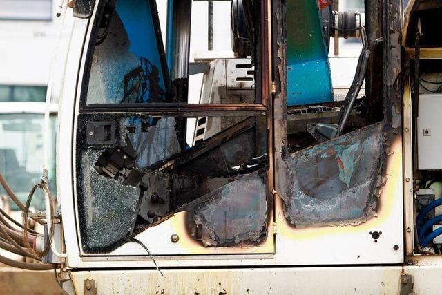 M1-Areal: Baumaschine in Brand gesteckt – sechstelliger Schaden