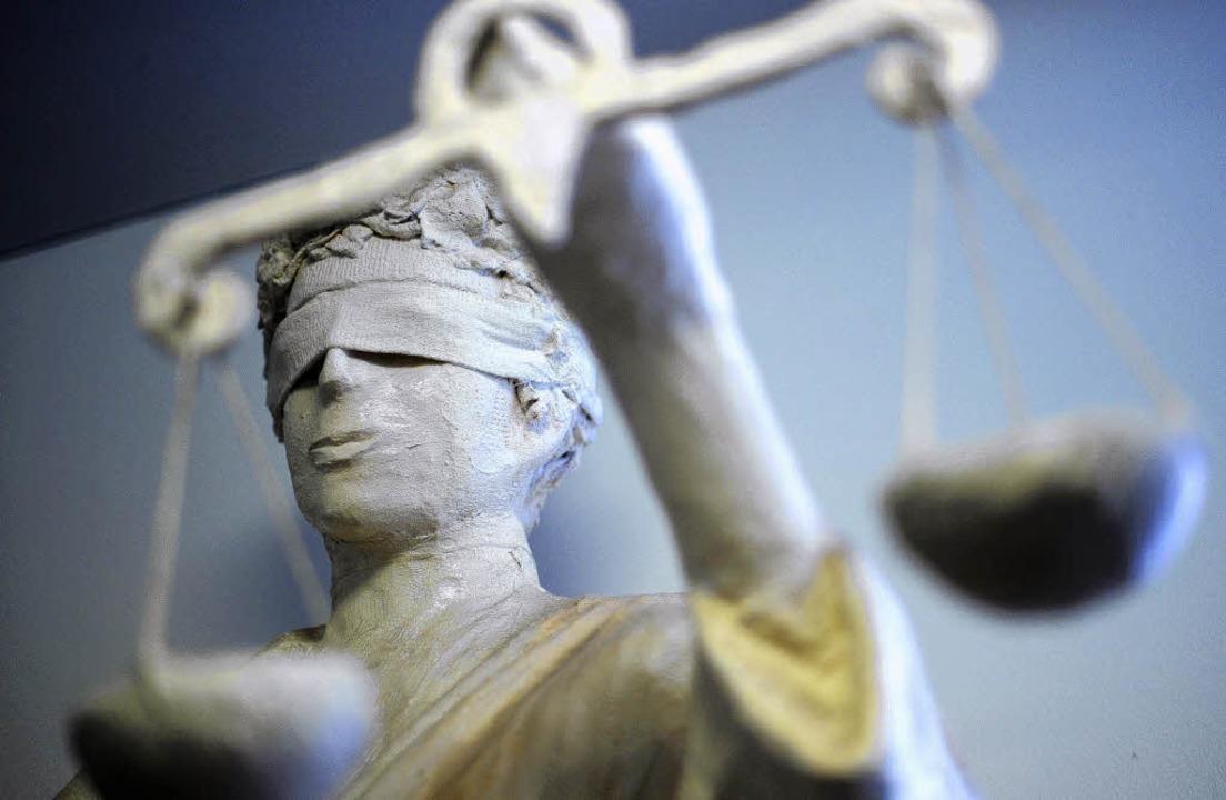 Vor dem Landgericht in Bielefeld muss ...wird erst im kommenden Jahr gerechnet.  | Foto: dpa