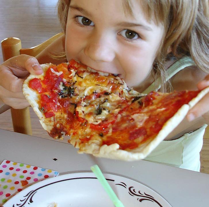 Pizza passte gut ins Kinderkunstdorf – bis zum Kohleklau.   | Foto: Privat