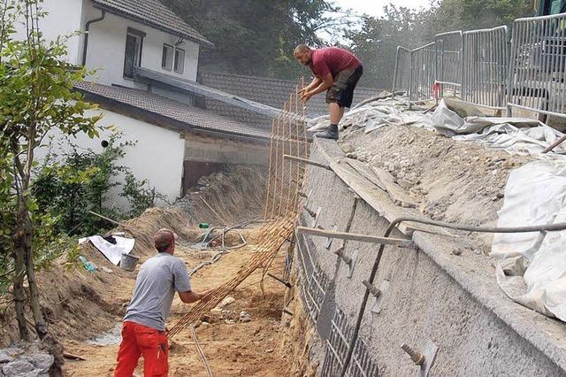 Arbeiten an Stützmauer in der Adelsberger Straße