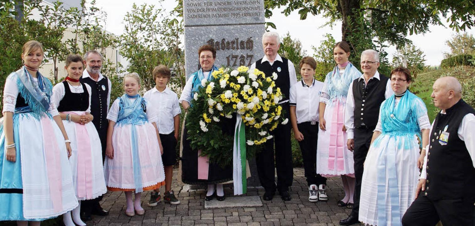 Das Saderlachertreffen wurde genutzt z...nzniederlegung am Denkmal in Görwihl.   | Foto: Hrvoje Miloslavic
