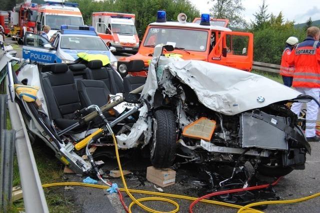 37-Jähriger stirbt auf der B 31 – vier Verletzte