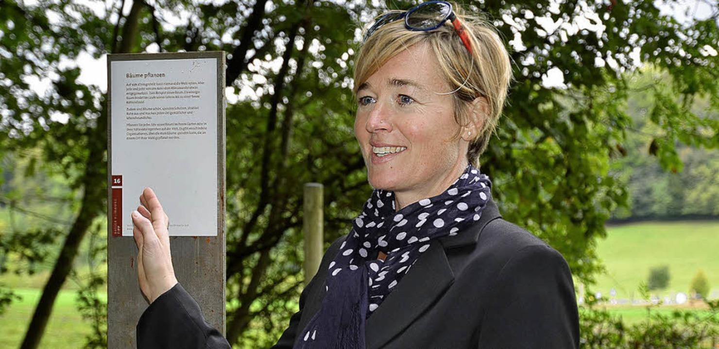 Stolz präsentiert Projektleiterin Manja Van Wezemael den Klimaweg.  | Foto: Michael Reich