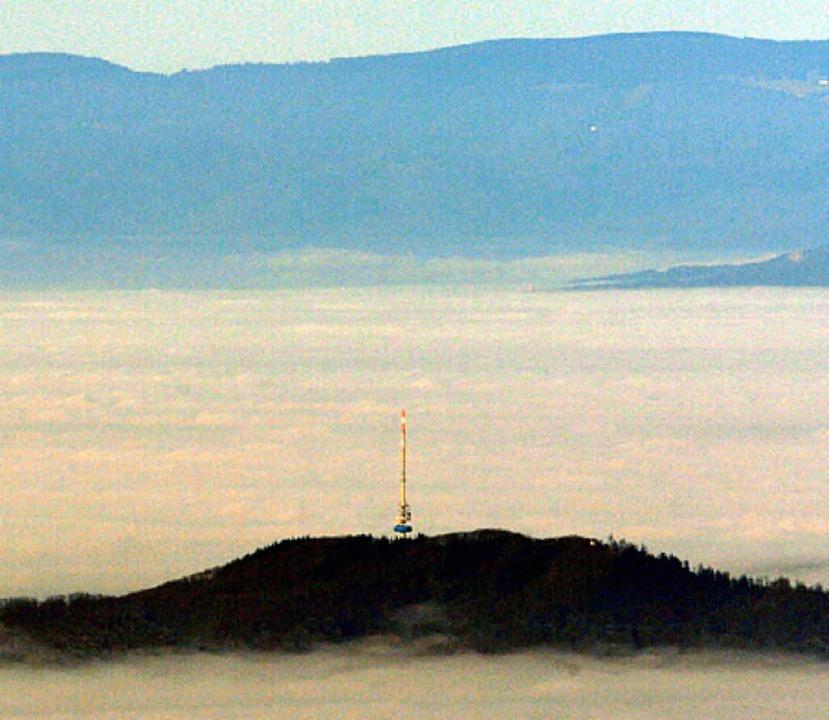 Totenkopf überm Nebel   | Foto: dpa