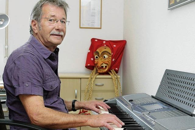 Musiker und Offenburger Hexe mit Leib und Seele