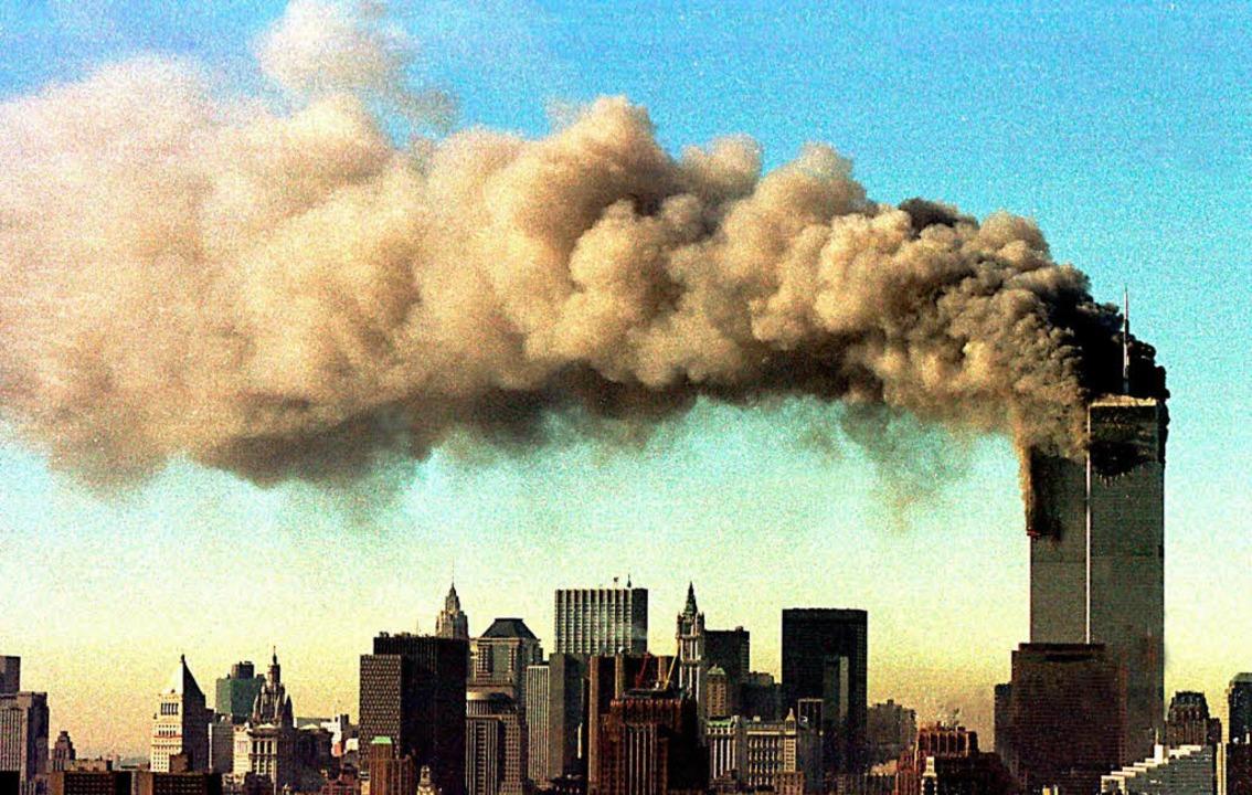 Dieses Bild ging um die Welt: die bren...willingstürme des World Trade Centers.    Foto: dpa