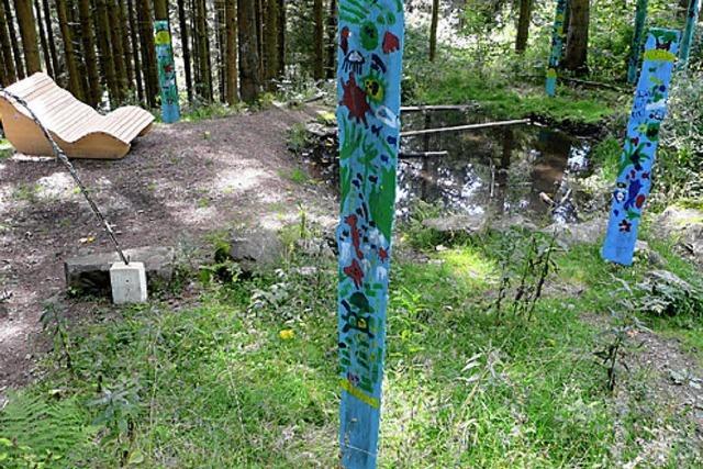 Kunsttupfer leuchten mitten im Wald